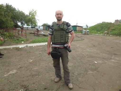 俄羅斯一名記者巴布臣科(Arkady Babchenko)因譴責俄羅斯總統普丁併吞克里米亞,去年逃往烏克蘭,日前卻在住家附近遭人槍殺,送醫不治。(圖/翻攝臉書)