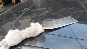 苗栗,醉男,柴刀,襲警,車牌,車窗破裂,毒品,安非他命(圖/翻攝畫面)