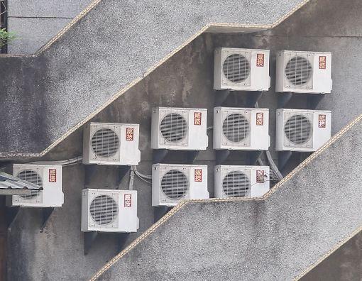 瞬間最高用電量飆破歷年最高紀錄熱累積效應推升用電量,台電表示,30日瞬間最高用電量已飆破3670萬瓩,刷新歷年最高紀錄。中央社記者謝佳璋攝 107年5月30日