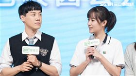 徐靜蕾(右)受愛奇藝邀請擔任《同學兩億歲》監製。(圖/愛奇藝台灣站)