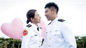 羅平(左)、楊晴覺得在泳池中拍戲很輕鬆。(圖/TVBS提供)