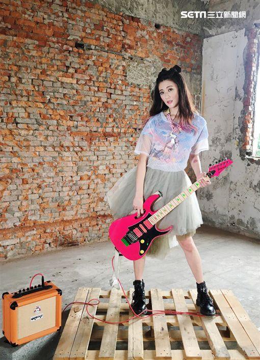 玉女歌手出單曲,名稱竟叫「Fuxk You」。(圖/林逸欣提供)