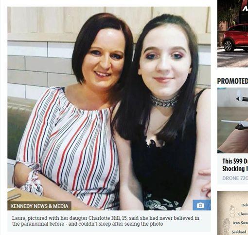 英國一名母親幫孩子拍照,竟拍到靈異畫面(圖/翻攝自太陽報) ID-1382144