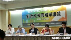 中華民族致公黨今召開記者會,公布一份民調顯示,台灣有7成民眾擔憂缺電。(圖/記者林惟崧攝)