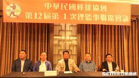 中華民國棒球協會31日進行第一次理監事聯席會議,是棒協秘書長當選人辜仲諒首次參與棒協事務,今日會議上選出3位副理事長林華韋、余政憲和趙士強,同時確認林宗成續任棒協秘書長。。