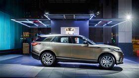 New Range Rover Velar優雅現蹤信義商圈。(圖/JAGUAR LAND ROVER提供)