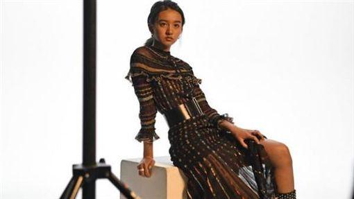 ▲木村光希拍攝ELLE雜誌花絮照。(圖/翻攝自ELLE日網)