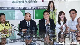 民進黨台北市長參選人姚文智拜會台北市黨部。 (圖/記者林敬旻攝)