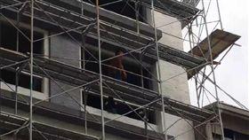 鷹架,工人,公安意外,台南(翻攝畫面)