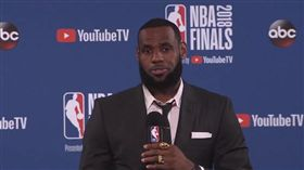 LeBron James賽後記者會離席(圖/翻攝自YouTube)