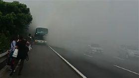 中山高,國道,火燒車,遊覽車,嘉義(翻攝畫面)
