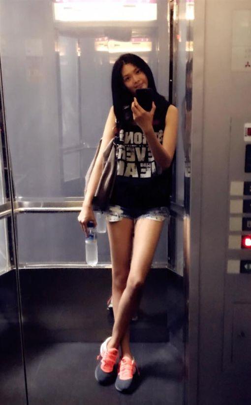 ▲▼林嘉綺擁有180公分的超模身材。(圖/翻攝自臉書)