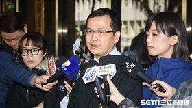 羅智強前往地檢署控告總統蔡英文「公務員登載不實罪」。 圖/記者林敬旻攝