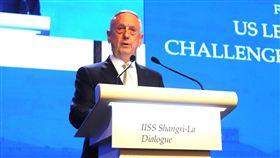 美防長指美國堅定承諾與台灣合作美國防長馬提斯(圖)2日在香格里拉對話發表演說,除提及印太戰略外,也提到美國仍堅定承諾與台灣合作,依據台灣關係法,提供必要與防衛相關的設施。中央社記者黃自強新加坡攝  107年6月2日