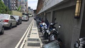 有停車格卻不停 一張圖看出人民素質 圖/新竹爆料公社