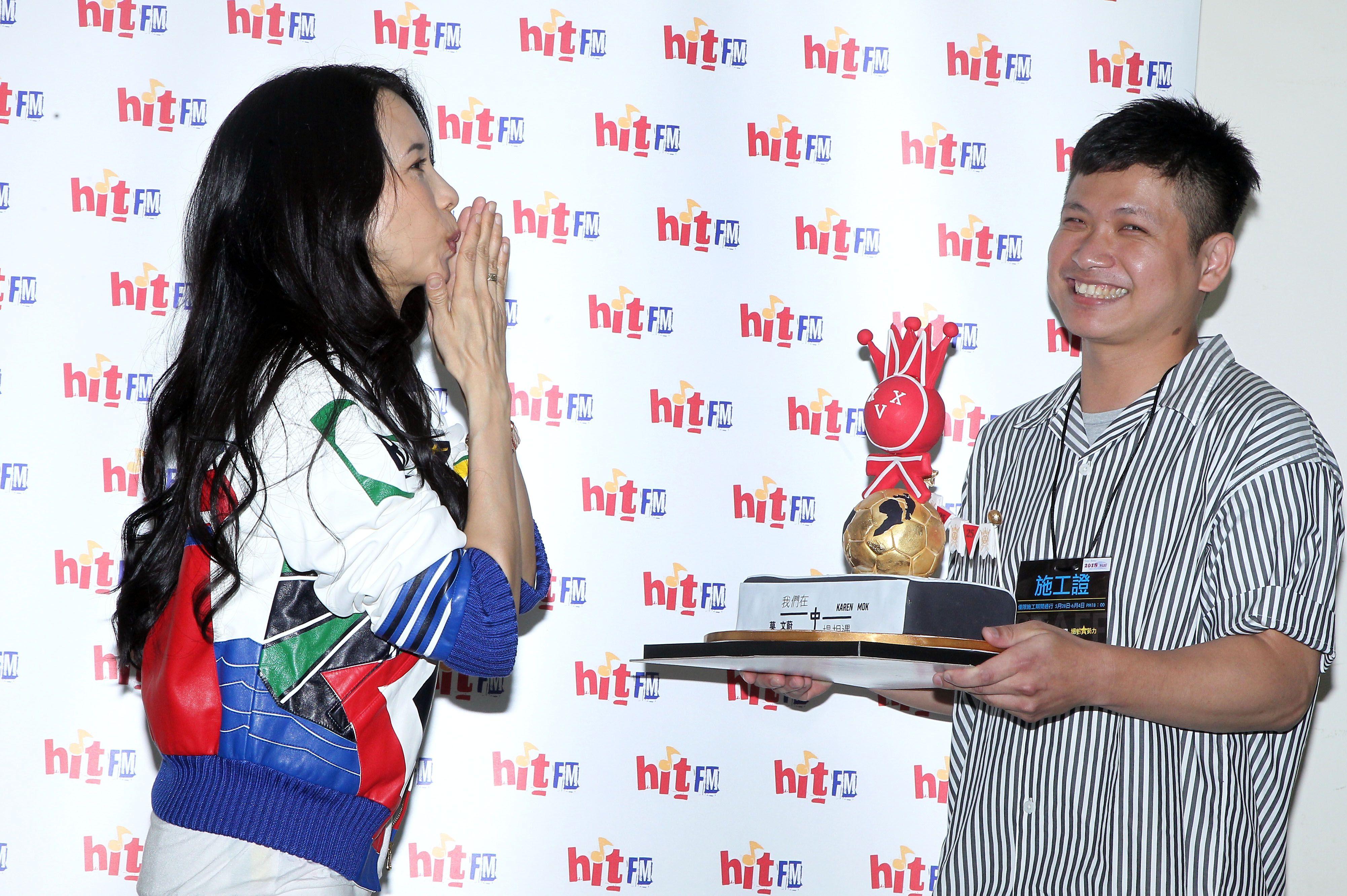 莫文蔚「hito流行音樂獎」表演彩排,這天正是Karen生日粉絲送上蛋糕及祝福,讓Karen度過難忘的生日。(記者邱榮吉/攝影)