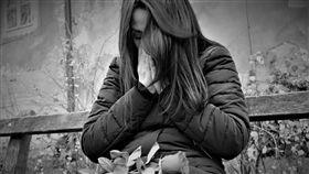 外國女子,難過,哭泣,家暴,圖/翻攝自Pixabay