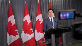 加拿大總理杜魯道(Justin Trudeau)對美懲罰性鋼鋁關稅感到傻眼。(圖/翻攝jacobinmag)