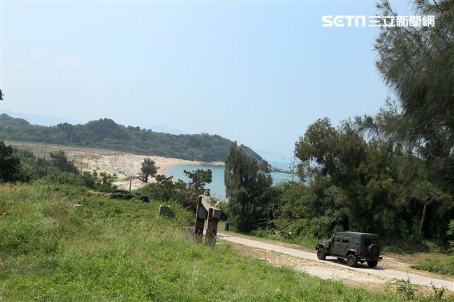 大膽島上還留有軍方裝備。(記者邱榮吉/大膽島拍攝)