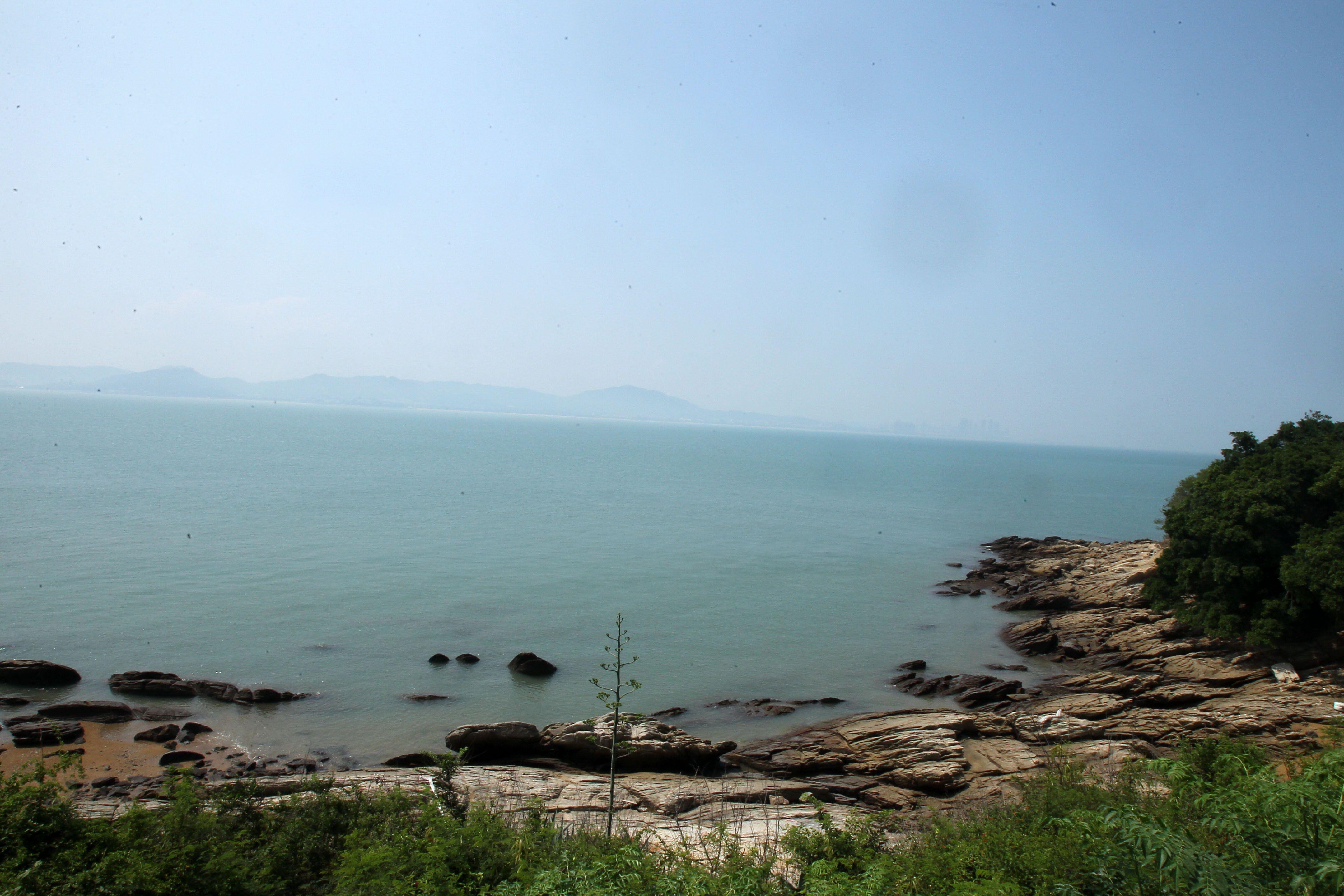 大膽島可清楚看見對岸廈門。(記者邱榮吉/大膽島拍攝)