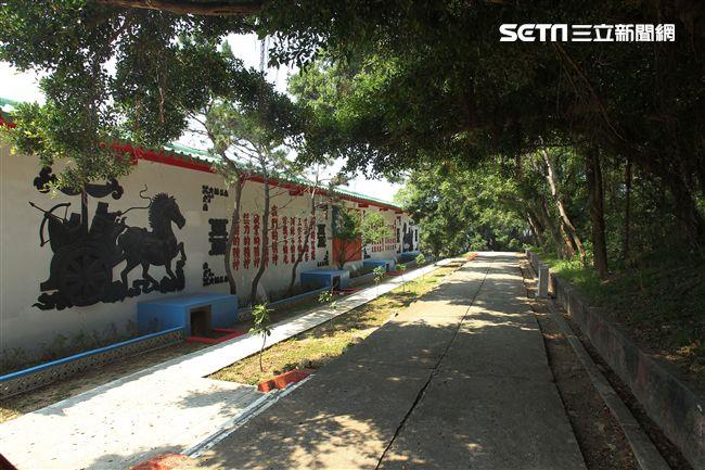 島上著名的「三民主義統一中國」心戰照壁,也成為對岸觀光景點。(記者邱榮吉/大膽島拍攝)