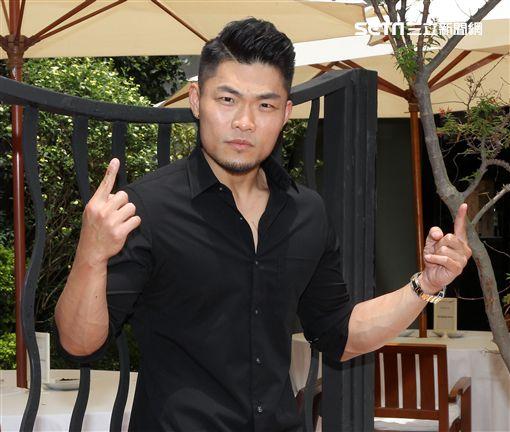 李玖哲入圍第29屆金曲獎「最佳國語男歌手」角逐歌王。(記者邱榮吉/攝影)