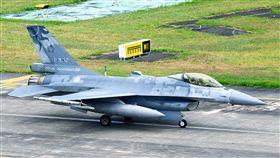 失聯F-16戰機起飛前身影花蓮基地一架F-16單座戰機(機號6685號)下午在北部空域演訓時失聯,軍警消皆已動員全力搜救。圖為失聯戰機在花蓮起飛前影像。(民眾提供)中央社記者汪淑芬傳真 107年6月4日