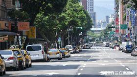 萬安演習,民眾車輛配合警方疏散。 (圖/記者林敬旻攝)