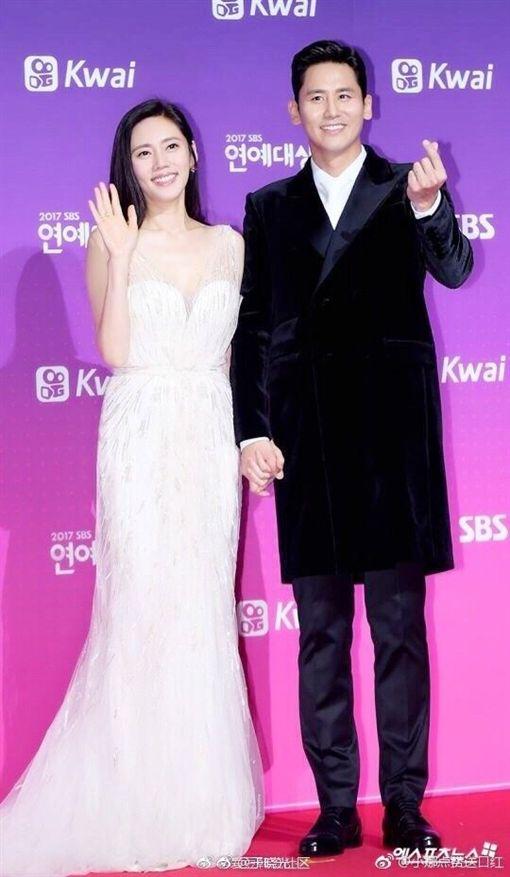 南韓女星秋瓷炫跟演員老公于曉光。(翻攝微博)