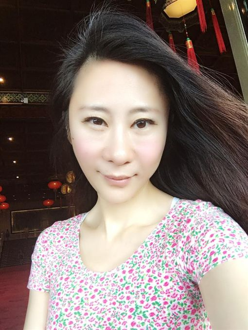 安晨妤與老公小孩一同飛王美國度假一個月。(圖/翻攝自臉書)