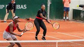 ▲小威廉絲與大威的女雙。(圖/取自Serena Williams IG)