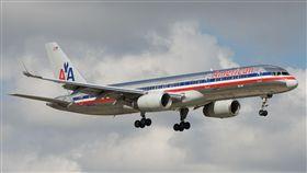 American Airlines 美國航空 https://www.flickr.com/photos/bribri/16238436179/in/photolist-qJWekz-q3CVeQ-5RU4y2-7Hxhhb-pJrw4z-9Fxx3n-7X9DvL-e97vB8-q3LGzf-p8iNxA-cnyrWm-a6ZGyV-afw9-7d6rYF-tSKKNG-F5U4jn-srmUs