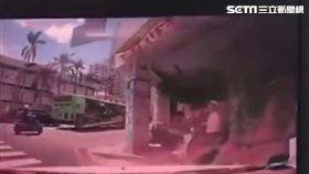 台中市南區國光路與愛國街口車禍/翻攝