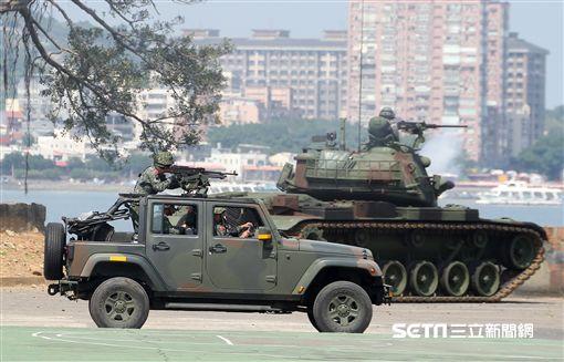 漢光演習/關渡地區指揮部,5日上午針對河防實施反突擊、反滲透演練 記者邱榮吉攝