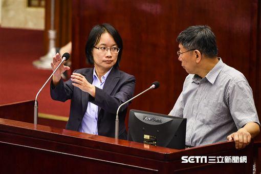 北農總經理吳音寧出席市議會總質詢。 (圖/記者林敬旻攝)