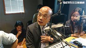新北市長參選人蘇貞昌接受輔大之聲電台專訪。 (圖/記者林敬旻攝)