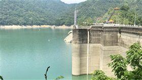 石門水庫水位降  盼梅雨季解渴(2)石門水庫水位14日來到232.21公尺,北水局表示,希望梅雨季在集水區帶來雨量,讓水位回升。中央社記者吳睿騏攝 107年5月14日