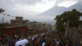 瓜地馬拉火山再噴發 死亡人數至少72人 圖/美聯社/達志影像