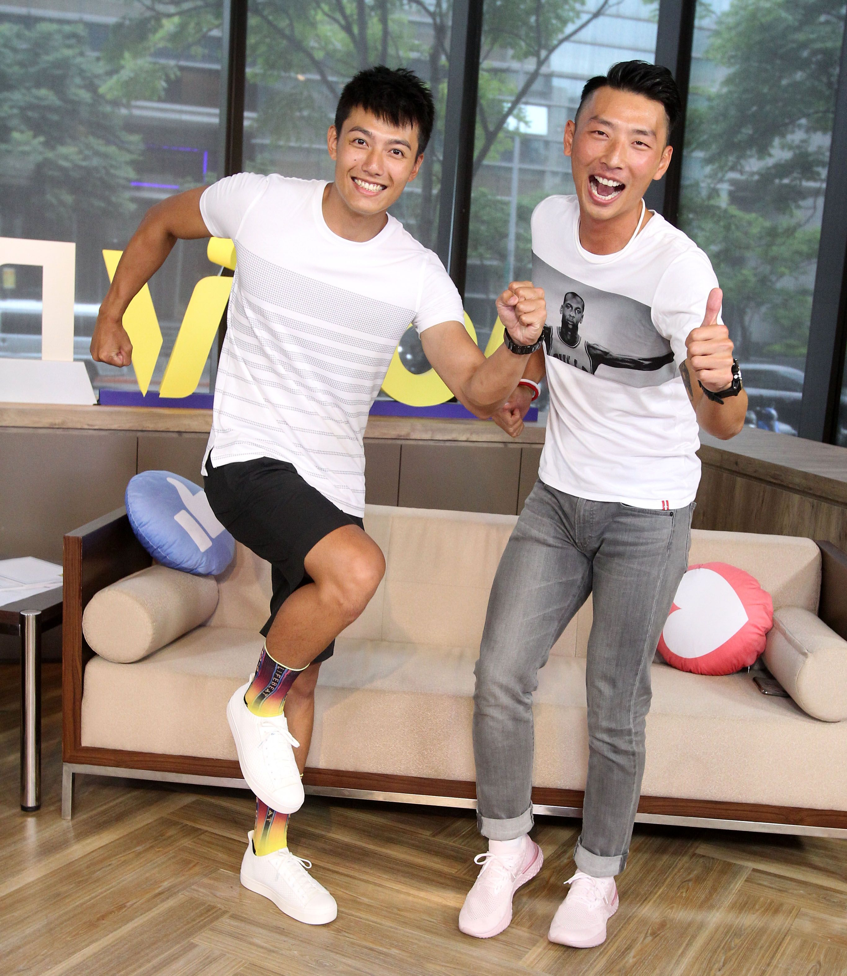 愛玩客主持人賴東賢、賴俊龍安安大明星。(記者邱榮吉/攝影)