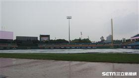 ▲統一獅與富邦悍將在新莊比賽是本季首場因雨延賽。(圖/記者蕭保祥攝)
