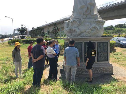 白沙屯媽祖石雕神像地層下陷龜裂/翻攝自陳超明臉書