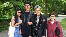 ▲傅達仁的家人都在瑞士陪伴他最後一段人生里程。(圖/翻攝自臉書)