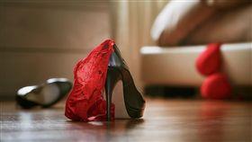 -性愛-床戰-開房-摩鐵-愛愛-上床-做愛-兩性 (圖/Shutterstock/達志影像)