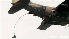 台中清泉崗基地執行漢光34號演習「聯合反空(機)降作戰演練」 傘兵 記者邱榮吉攝