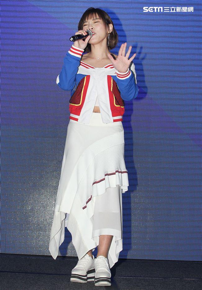 「能量歌姬」李佳薇全新專輯(相反的是)正式發片。(記者邱榮吉/攝影)