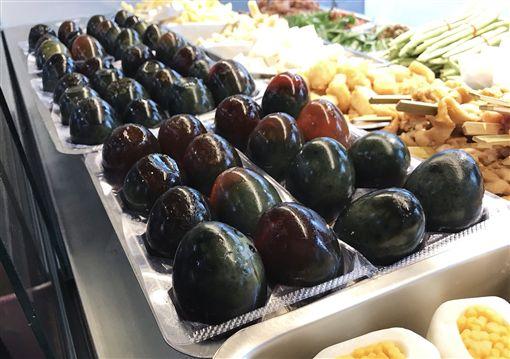 宜蘭冬山必吃美食,三立帶你吃好料,罵子蛋,牽絲雞排,雞排,皮蛋(記者郭奕均攝影)