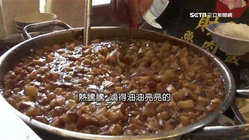 古早味滷肉飯新創意 半熟蛋+甜辣醬+胡椒粉