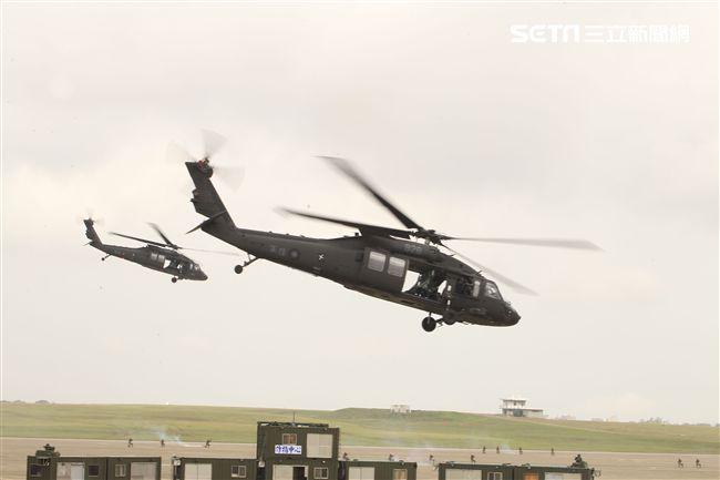漢光34演習反空降我軍搭乘UH-60M實施突擊作戰。(記者邱榮吉/清泉崗拍攝)