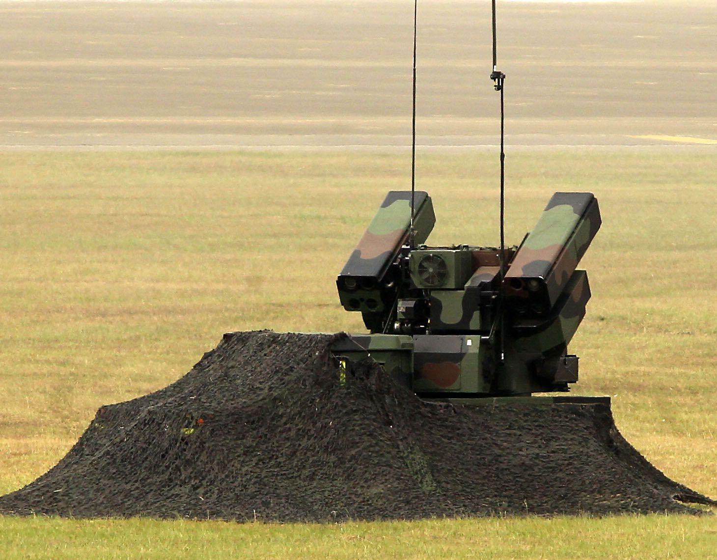 漢光34演習反空降復仇者飛彈進入陣地。(記者邱榮吉/清泉崗拍攝)