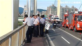 重陽橋,跳水,男子,嬰兒揹袋,欄杆,搜救,船艇,三